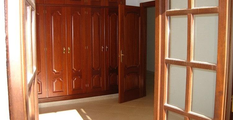 18 -  dormitorio con armarios y terraza