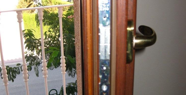 26 detalles cierre de puertas balconeras casa A