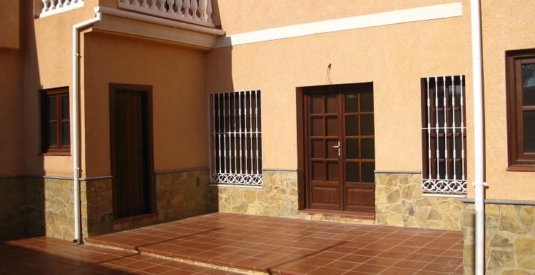 5 - fachada y patio trasero casa A