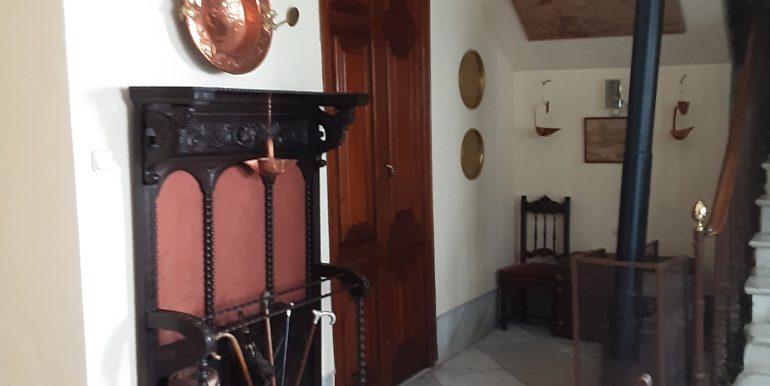 13.- portales entrada izquierda puerta despacho y hueco escalera