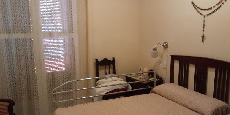15.- dormitorio 1 en planta baja entrando a la derecha