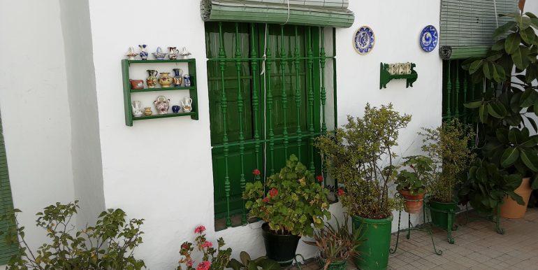 21.-patio central ventanas del salón principal