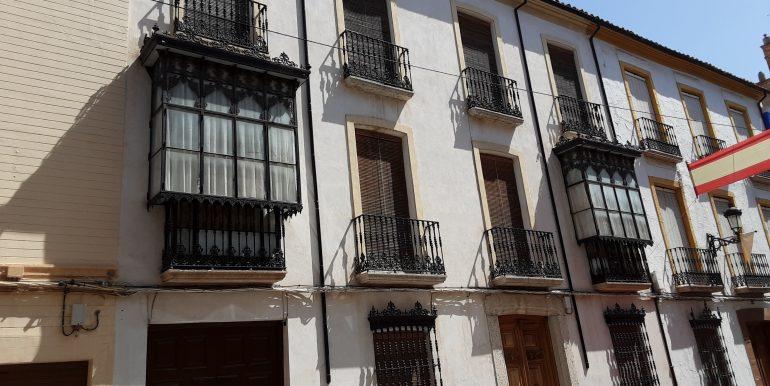 3.- fachada completa de 4 balcones