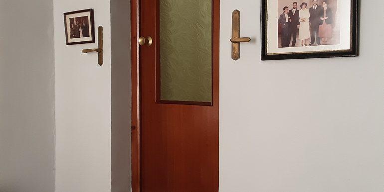 32.- Acceso a baño dormitorio principal